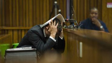 Oscar_Pistorius-Trial_headache